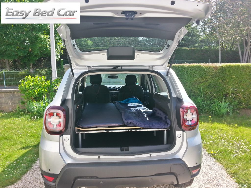 dacia-duster-lit-equipement-camping-voyage