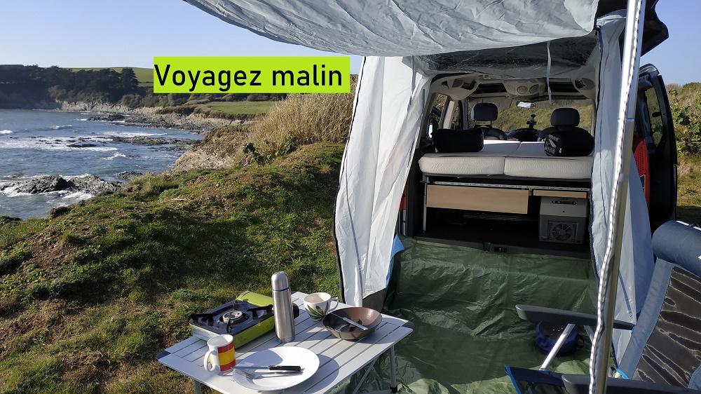 Berlingo équipé du lit Easy Bed Car au bord de la mer